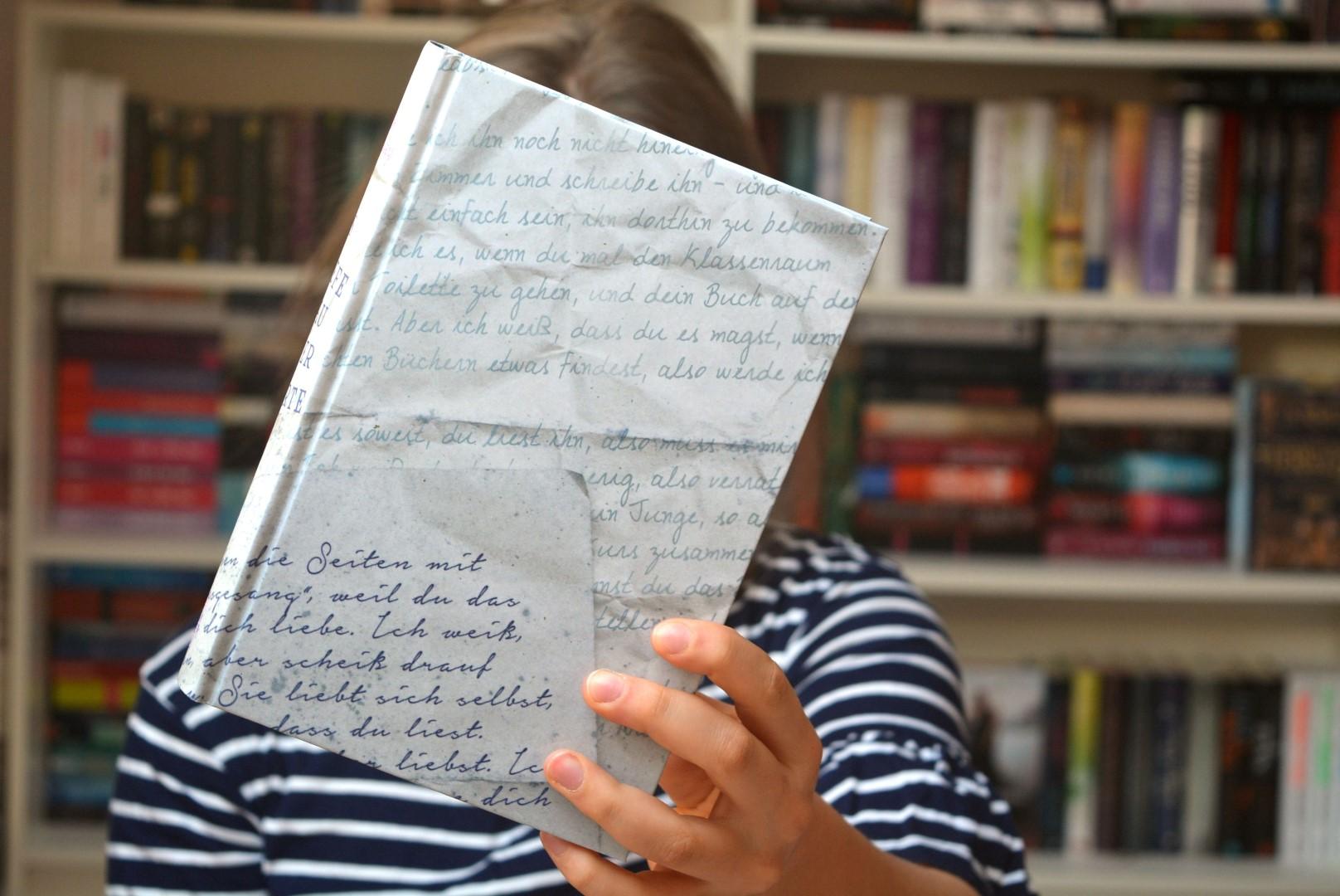 das tiefe blau der worte von cath crowley eine liebeserkl rung an b cher lena liest. Black Bedroom Furniture Sets. Home Design Ideas